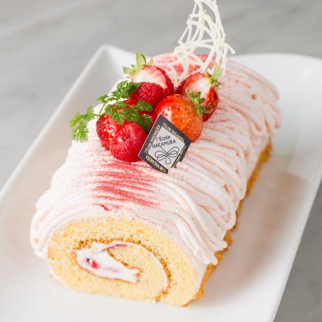 中村調理製菓専門学校 【製菓コース】春のいちごフェア♪苺のロールケーキにチャレンジ1