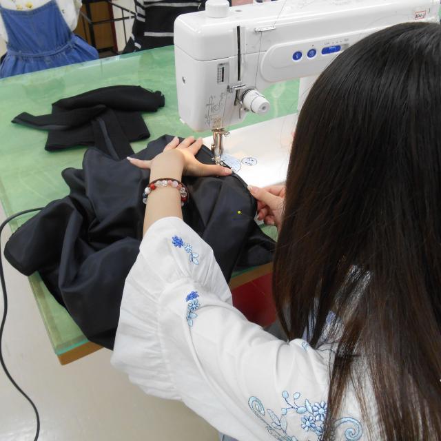 華服飾専門学校 販売スタッフ体験orスカート製作体験1