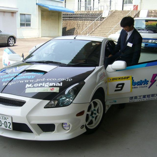 徳島工業短期大学 ホイールアライメント実験・ブレーキ整備1