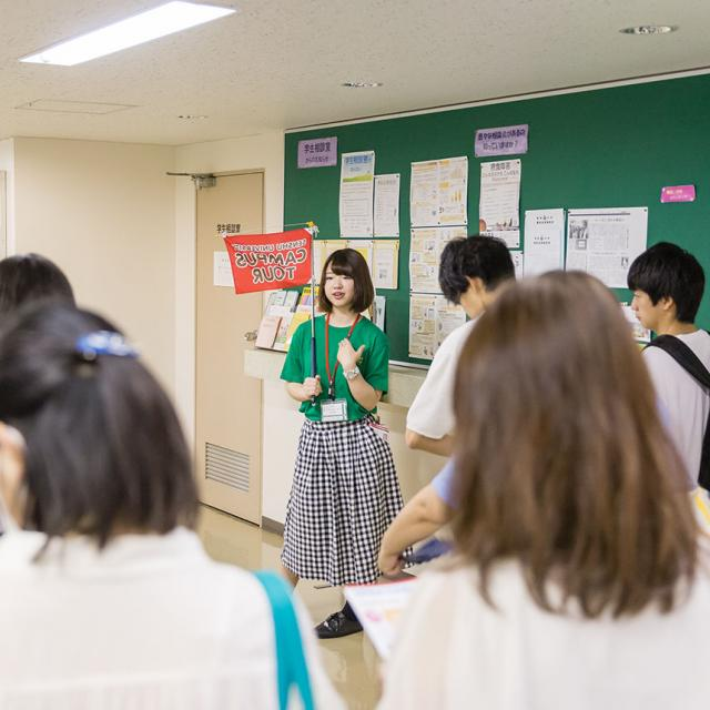 学生スタッフが主催するキャンパスツアー(神田キャンパス)