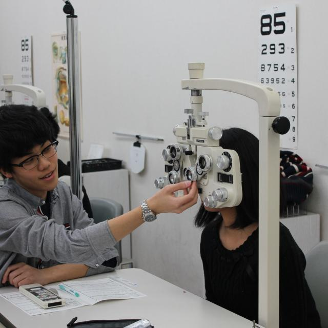 専門学校 ワールドオプティカルカレッジ メガネ作り体験2