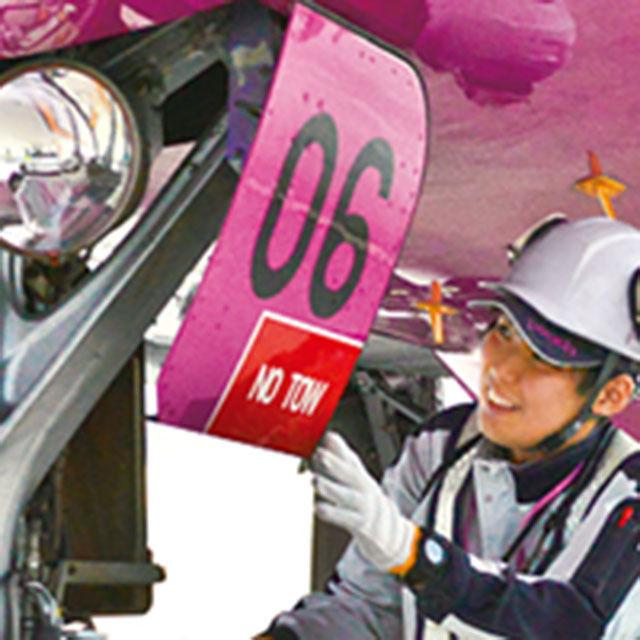 大阪航空専門学校 本物の飛行機に触れる♪ 航空整備士を体験!2