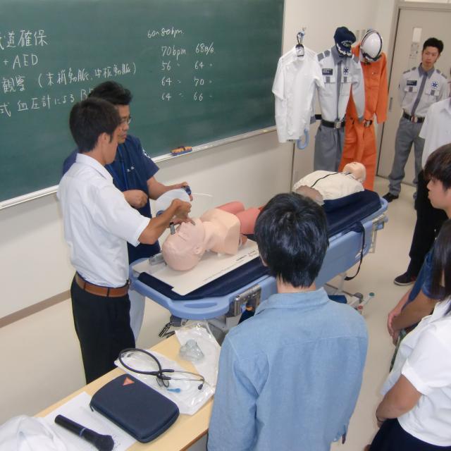 弘前医療福祉大学短期大学部 未来を描ける自分になる めざせ救急救命士!3