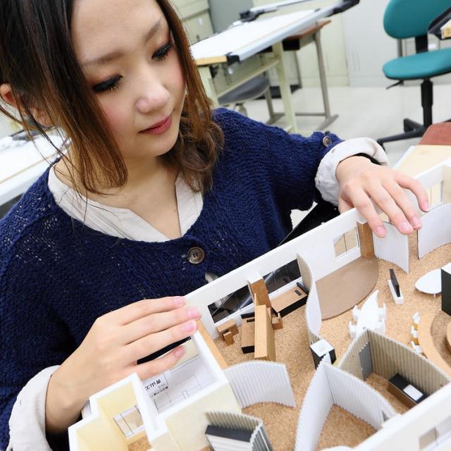 青山建築デザイン・医療事務専門学校 【建築設計デザイン科】オープンキャンパス Bメニュー無料バス3