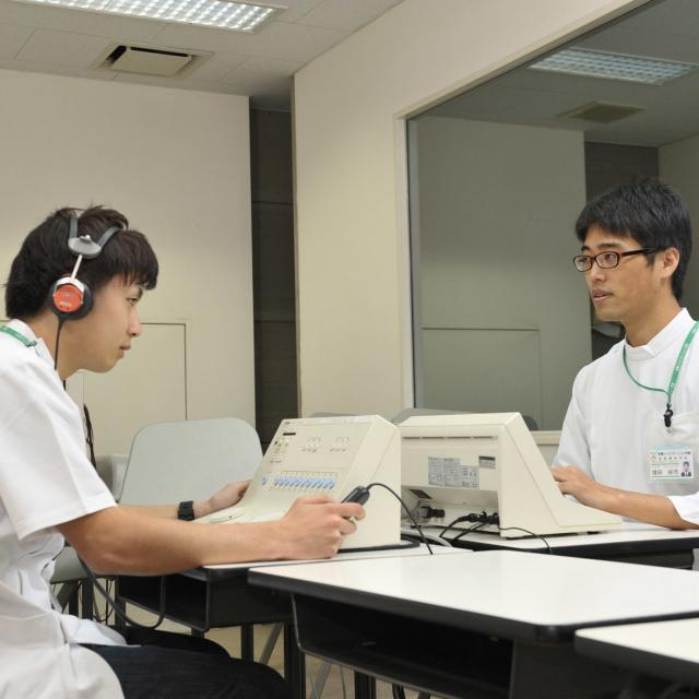 多摩リハビリテーション学院専門学校 【言語聴覚科】言語聴覚士の仕事1