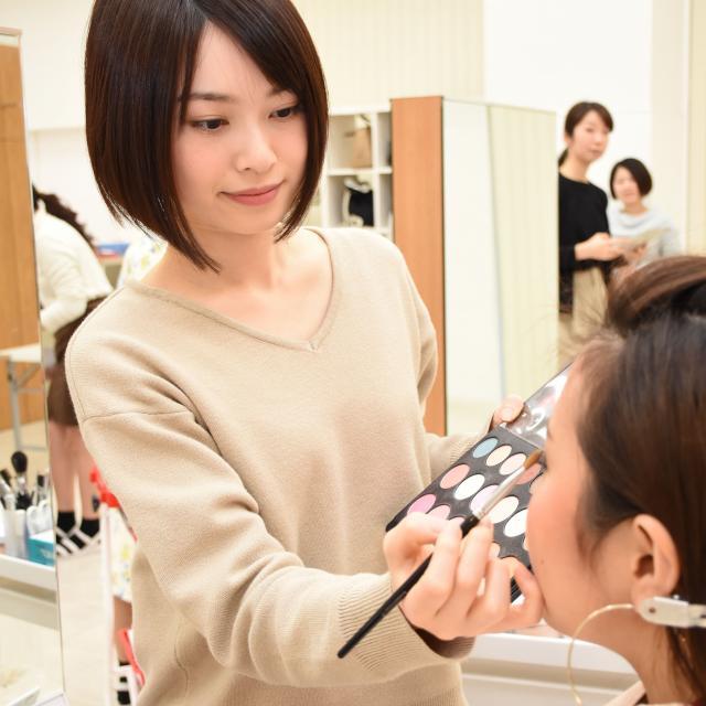 国際ビューティモード専門学校 カット・メイク・ネイル・エステを体験できる美容学校!2