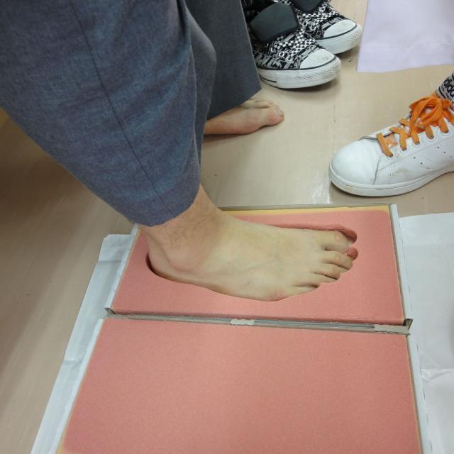 専門学校 日本聴能言語福祉学院 【義肢装具学科】自分の足を分析してみよう!3