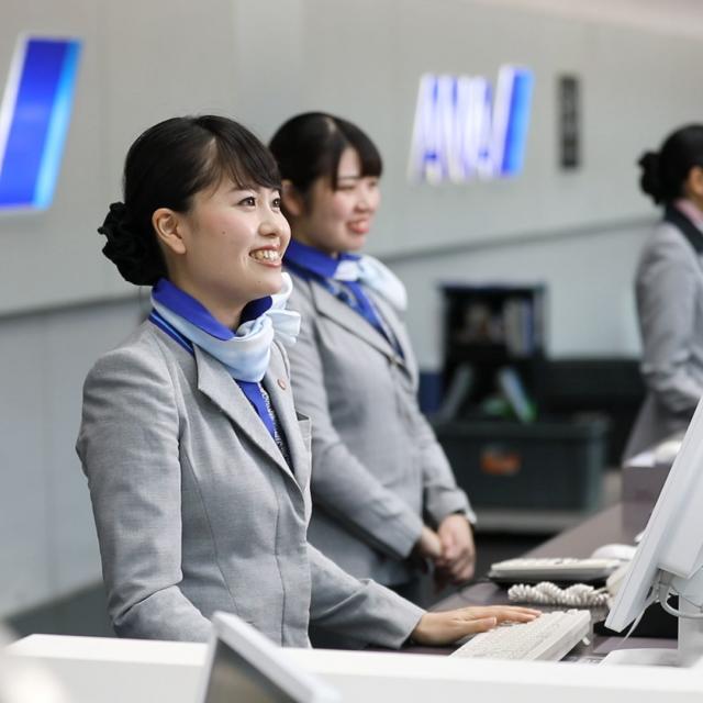 中日本航空専門学校 グランドハンドリング・グランドスタッフの仕事を松山空港で見学1