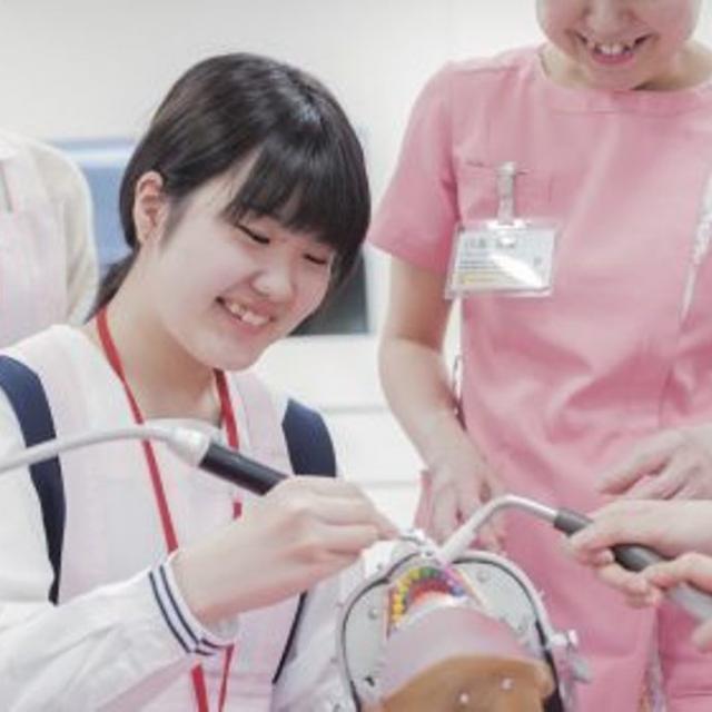 新東京歯科衛生士学校 在校生が教える着色取り体験1
