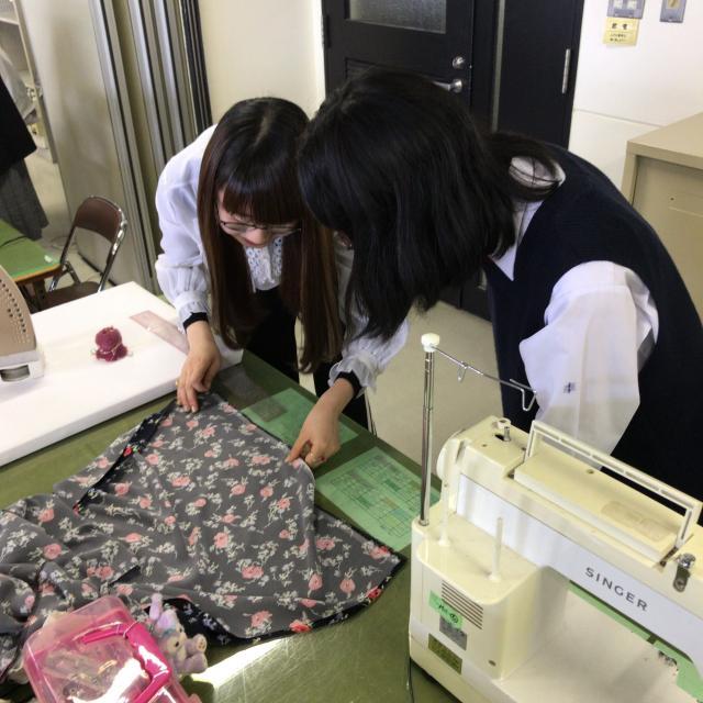 ファッション文化専門学校DOREME 職業用ミシンでスカート作り!服飾技術を学ぼう1