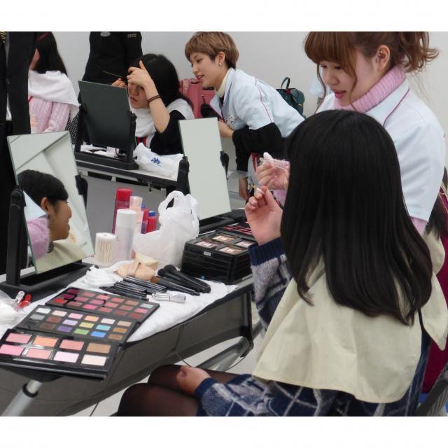 資生堂美容技術専門学校 【実習コース】ネイル/メイク/ワインディング2