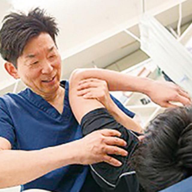 日本医学柔整鍼灸専門学校 オリンピック競泳競技帯同スポーツトレーナーによる実技体験1