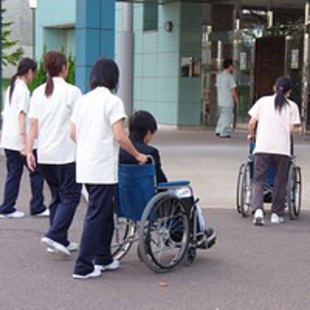 弘前医療福祉大学短期大学部 未来を描ける自分になる めざせ介護福祉士!4