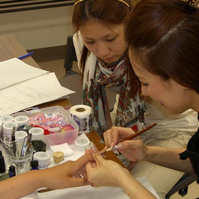 【実際の道具を触って・使って体験】伊勢崎美容の体験入学