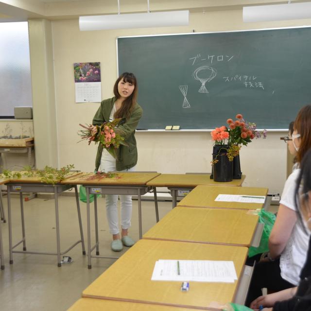 「在校生が教える フラワーアレンジメント教室」