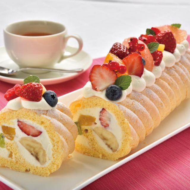 東京調理製菓専門学校 フルーツロールケーキ1