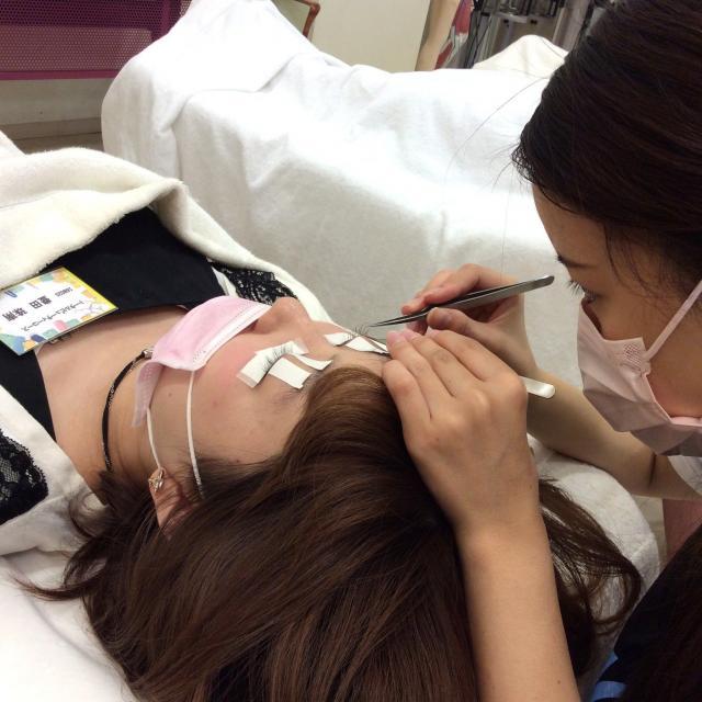 名古屋ファッション・ビューティー専門学校 人気のマツエク&ポイントアイメイクが体験できます。1