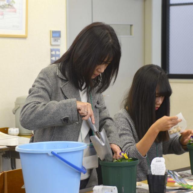 日本ガーデンデザイン専門学校 春が待ち遠しい 長~く楽しむ寄せ植え3