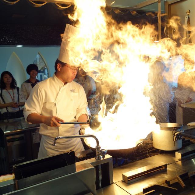 大阪調理製菓専門学校ecole UMEDA 【ビュッフェ開催!】中国料理: 牛フィレ肉の炒め&チャーハン4