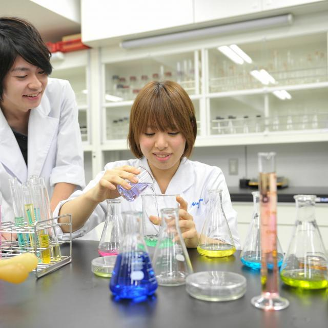 専門学校 東京テクニカルカレッジ [バイオテクノロジー科]半日体験~「いろんな色素を調べよう」1