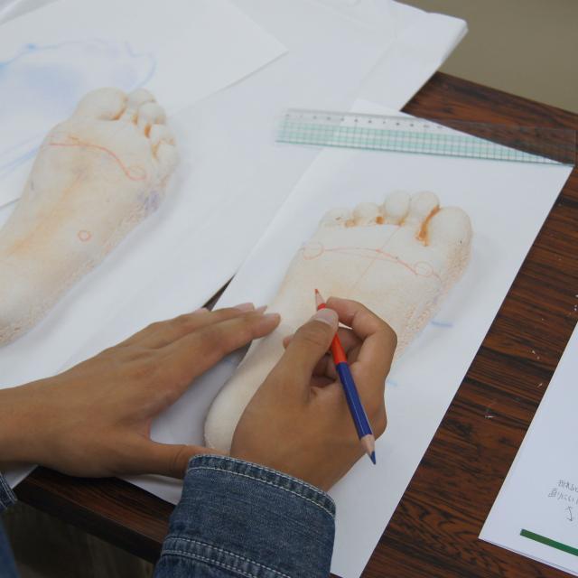 専門学校 日本聴能言語福祉学院 【義肢装具学科】自分の足を分析してみよう!4