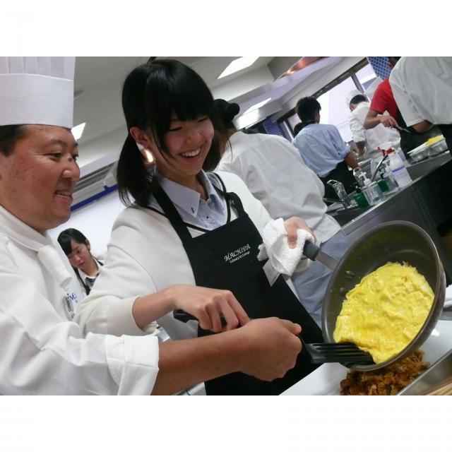 町田調理師専門学校 「フワトロ感が絶妙!」〈半熟タマゴのオムハヤシライス〉2