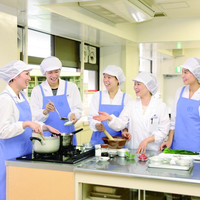 大手前栄養製菓学院専門学校 【栄養学科】嚥下食(嚥下調整食)の調理・試食体験2