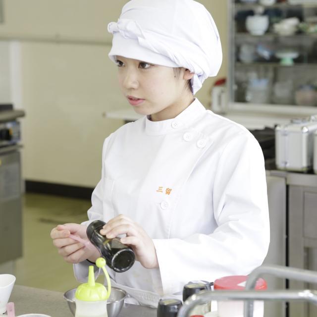 悠久山栄養調理専門学校 らん・ラン・卵♪ 希釈卵液の調理  ~プリンと茶碗蒸し~3
