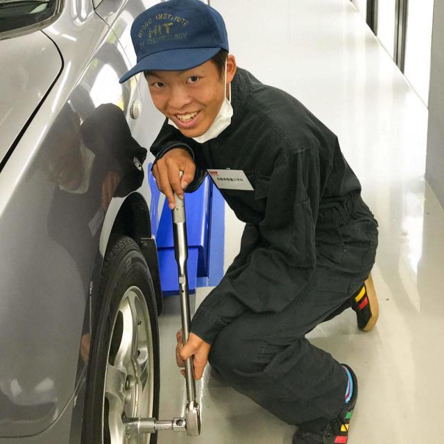 阪神自動車航空鉄道専門学校 自動車整備士なりきり!つなぎで整備実習1
