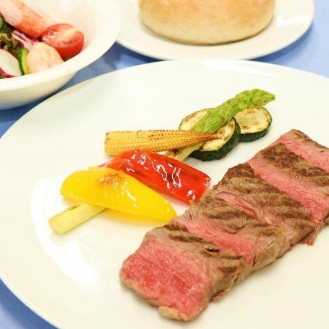 福岡調理師専門学校 【西洋料理】牛ロース肉のタリアータ~焼き野菜添え~1