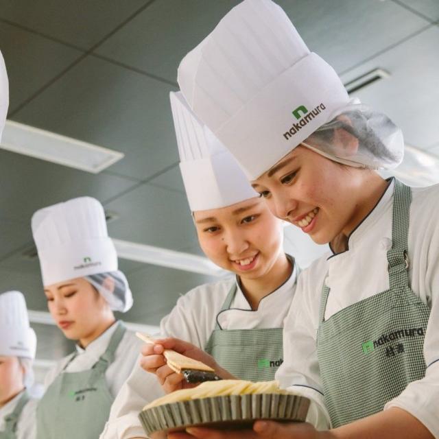 中村調理製菓専門学校 【製菓コース】春のいちごフェア♪苺のロールケーキにチャレンジ2