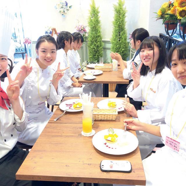 辻学園調理・製菓専門学校 【製菓】全学年対象★☆8月16日は桃のコンポート3