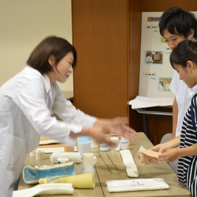 関西医療学園専門学校 子ども大好き!突然のけがや骨折に対応できる資格。3