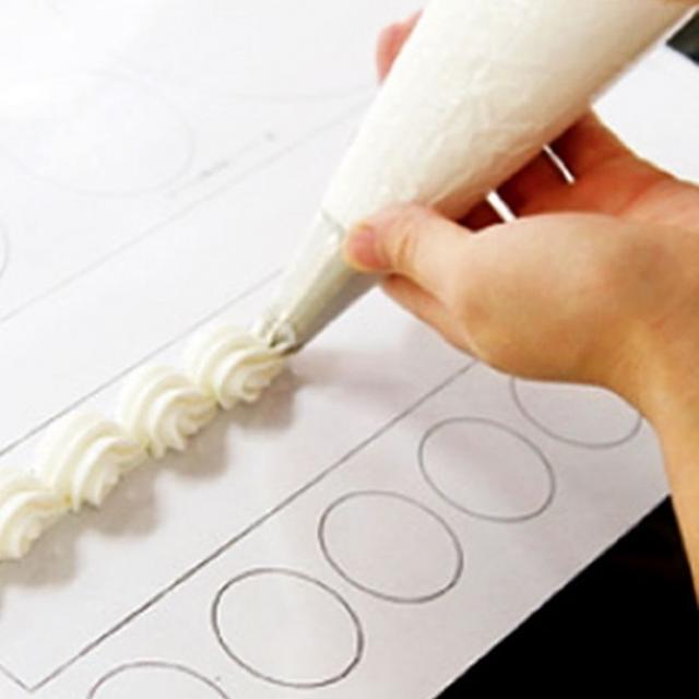 神戸製菓専門学校 【1年間でパティシエを目指す方向け】ミニチーズタルト&絞り2