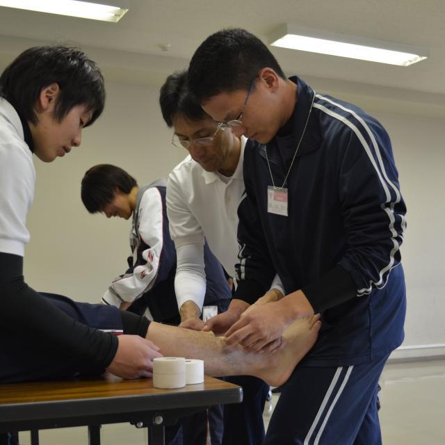 広島YMCA専門学校 【社会体育】トレーナーの基本!テーピングスキルを学ぼう1