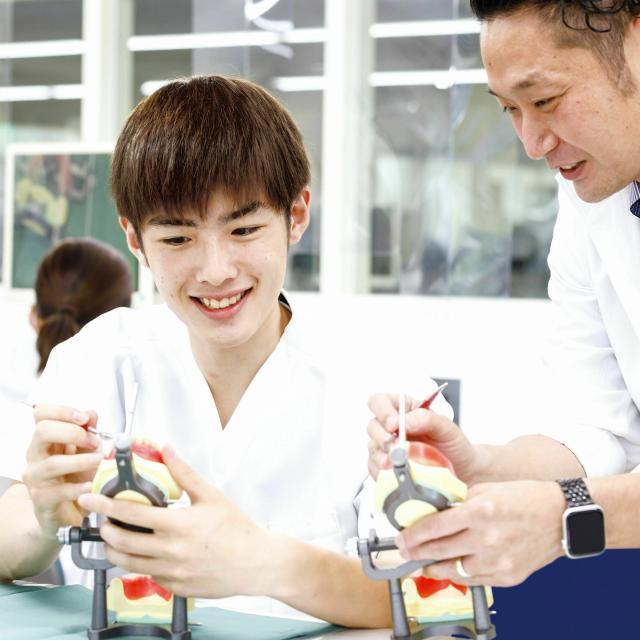 新東京歯科技工士学校 【人数限定】 あの矯正装置でおなじみ!  ワイヤー曲げ体験1