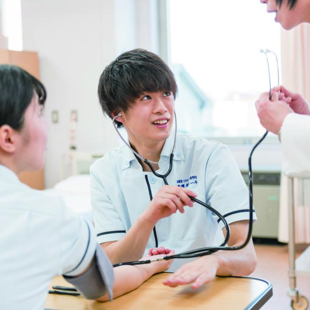 北海道ハイテクノロジー専門学校 血圧・脈拍・体温を測定してみよう4