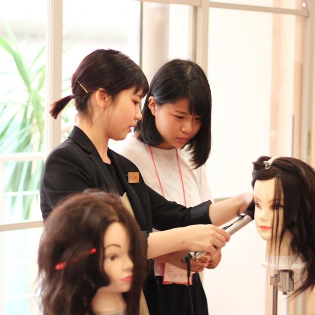 理容美容専門学校西日本ヘアメイクカレッジ ライジングカットを体験!!1