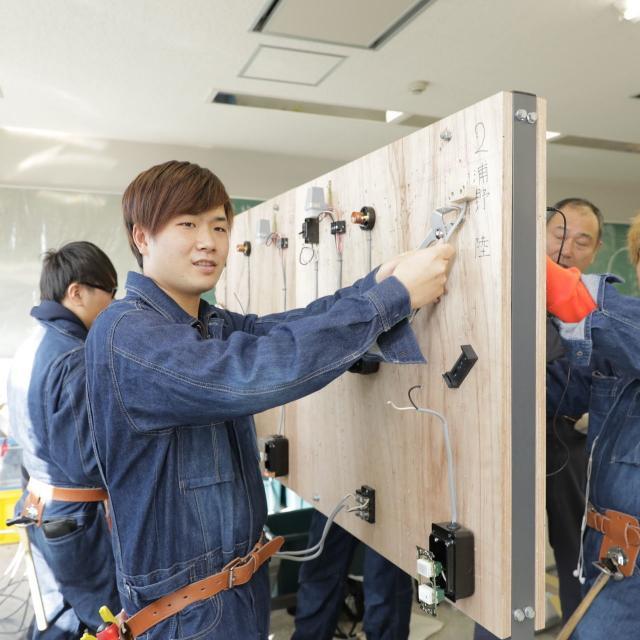 大阪電子専門学校 5月 先輩とモノづくりが体験できるオープンキャンパス1