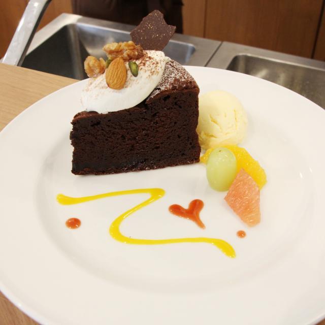 専門学校岡山ビジネスカレッジ チョコレートの恋しい季節☆ガトーショコラを作ろう!!1