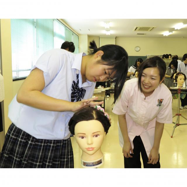 茨城理容美容専門学校 さわやかショートカット&ヘアアレンジ&デザイン巻き体験★1