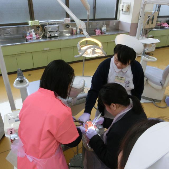 熊本歯科技術専門学校 歯科衛生士科 歯磨き粉は自分のお好みに作れる!1