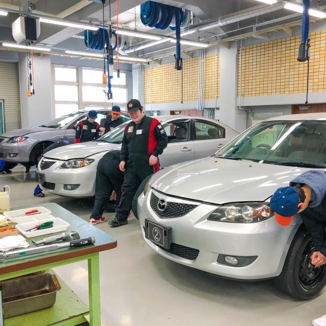 阪神自動車航空鉄道専門学校 自動車整備士なりきり!つなぎで整備実習2