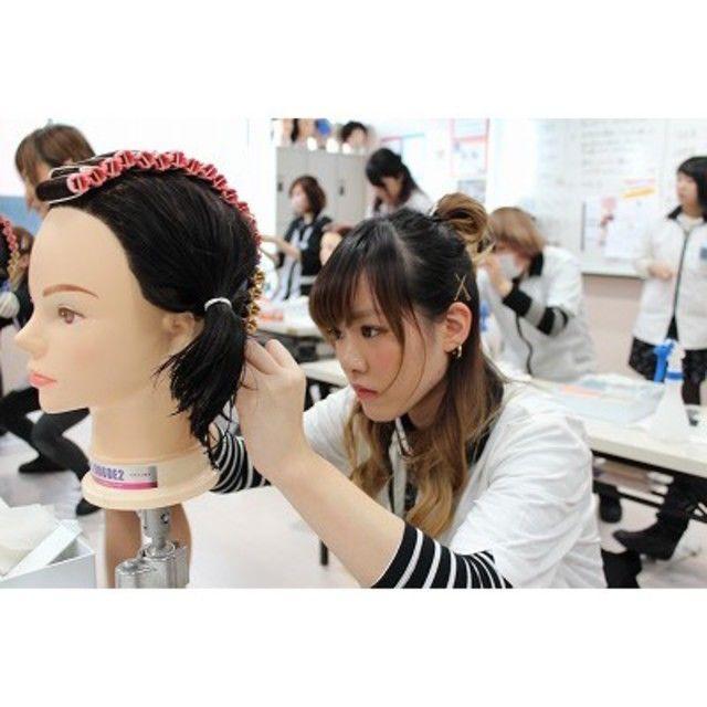 カット・メイク・ネイル・エステを体験できる美容学校!