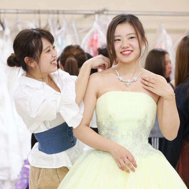 大阪ウェディング&ホテル・観光専門学校 ☆花嫁に変身!ドレス試着体験☆2