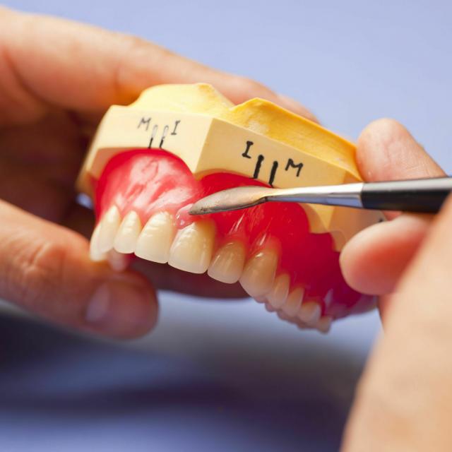 新大阪歯科技工士専門学校 【来校型】学校と仕事がまるわかり!作る・削る歯科技工士体験☆3