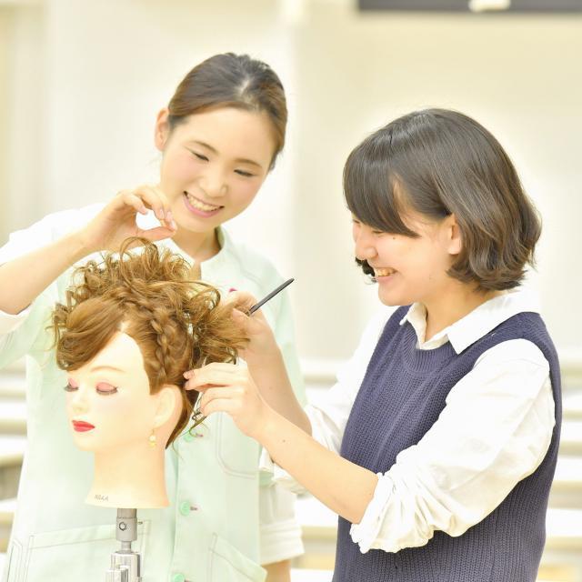 グラムール美容専門学校 有名人気ヘアサロンスペシャルショー開催!2