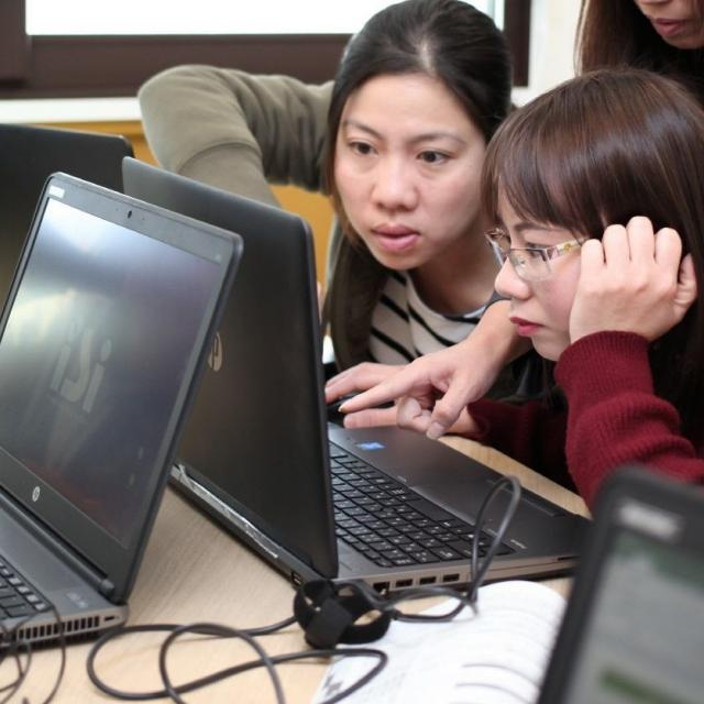 専門学校 長野ビジネス外語カレッジ 【体験授業】企業をとりまく経営環境を見てみよう1