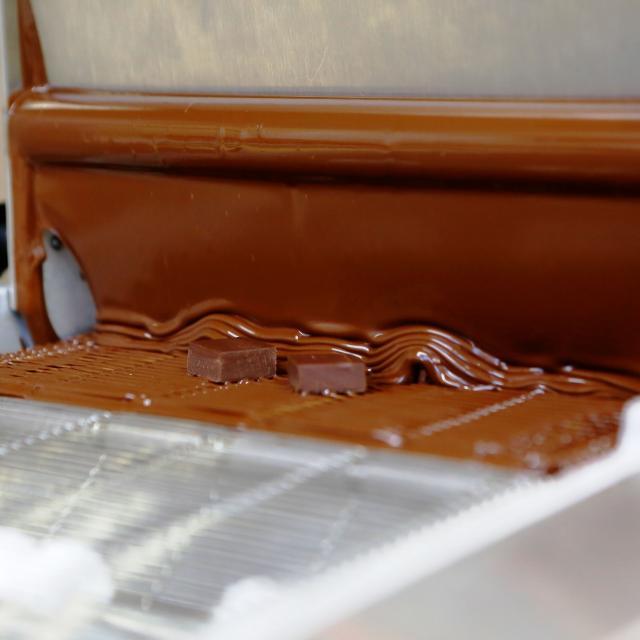 札幌ベルエポック製菓調理専門学校 無料バス☆【スイーツ体験】本格マシーンで作るチョコレート2