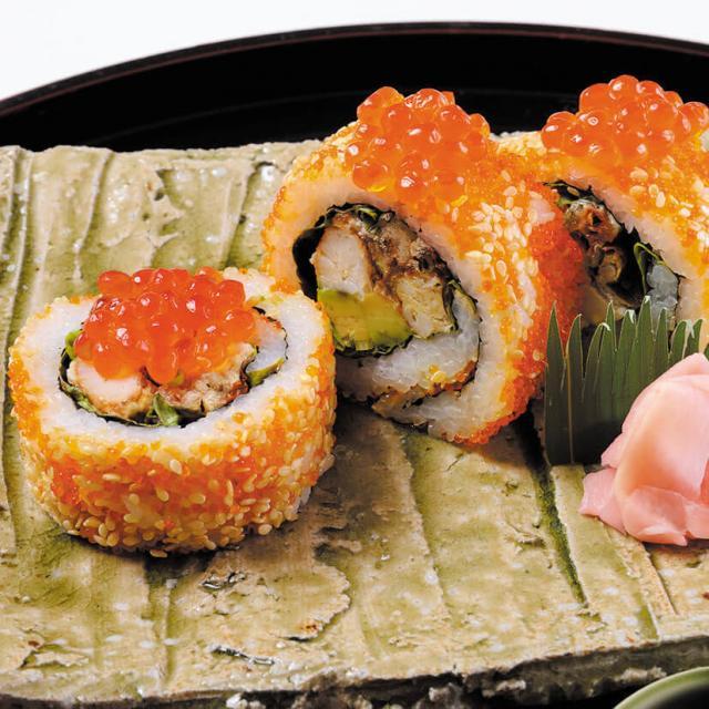 服部栄養専門学校 豪華な裏巻き寿司に挑戦!カリフォルニアロール1